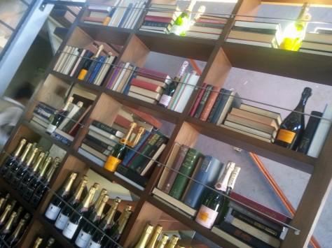 Bookshelf at Mondiall