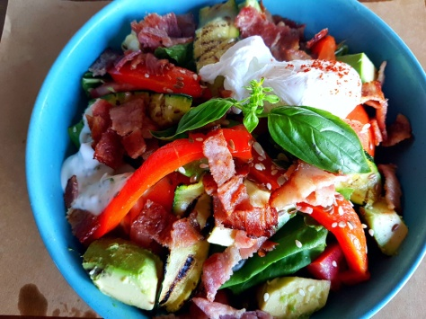 Primi crispy bacon-avo bowl