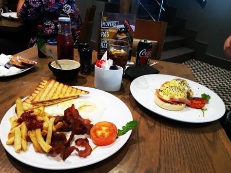 Earlybird breakfast at News Cafe