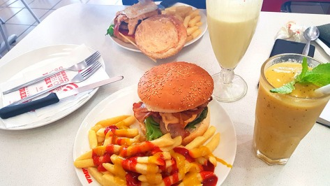 We stopped at the Winelands 1-Stop on the way home to redeem our free Wimpy burger meal for the quarter - thanks eBucks! All this and we only paid for the drinks. The granadilla-mint slush is a must.