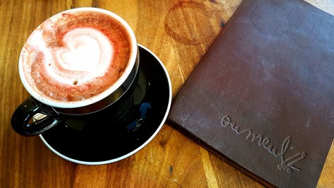 We started our weekend with breakfast at Ou Meul Bakkery in Willowbridge last Saturday. See my red-velvet latte.