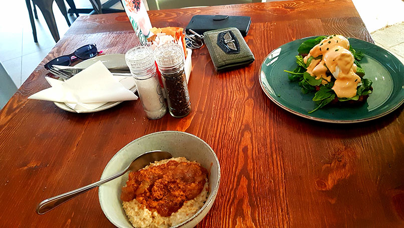 We breakfasted at the new Good Thyme Cafe at Stodels in Milnerton on Saturday morning. See my apple-cinnamon oats and Husband's spicy chorizo potato rosti with an extra egg, lots of rocket and Sriracha Hollandaise sauce.